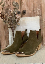 The Optimum Boot - Khaki Distressed Suede Silver