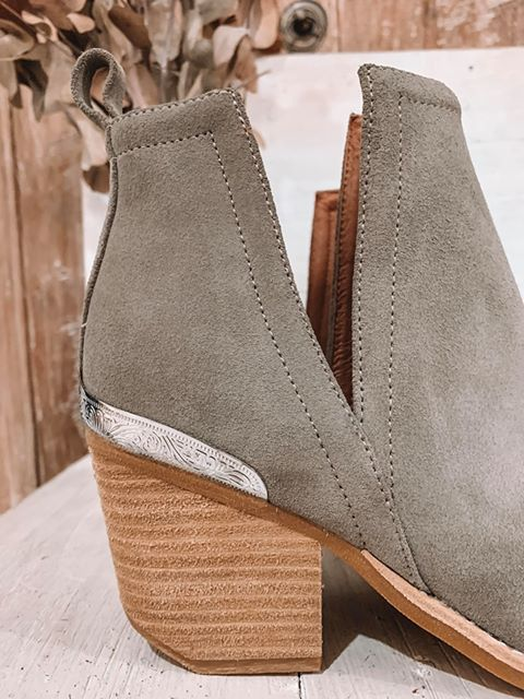 The Cromwell Boot - Grey Distressed Suede Silver