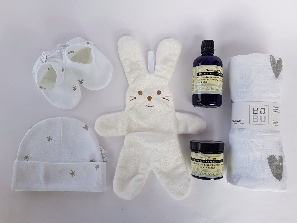 NZ gifts online baby gift hampers, baby gift baskets & baby gift boxes featuring organic baby clothing, plant based skin care and cuddly toy. Easy NZ wide delivery