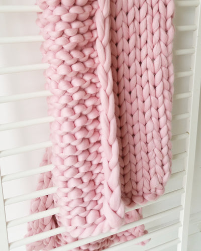 GIANT PINK BLANKET CHUNKY KNIT