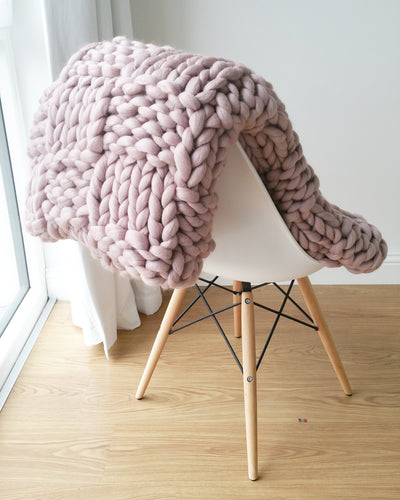 LUXURY GIANT BLUSH PINK CHUNKY KNIT BLANKET