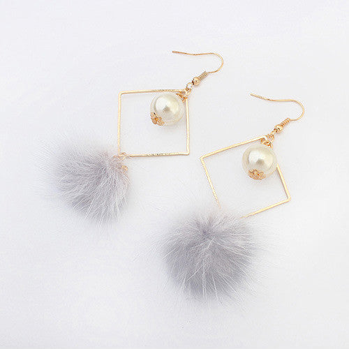 Pom Pom Pearl Earrings in Light Gray