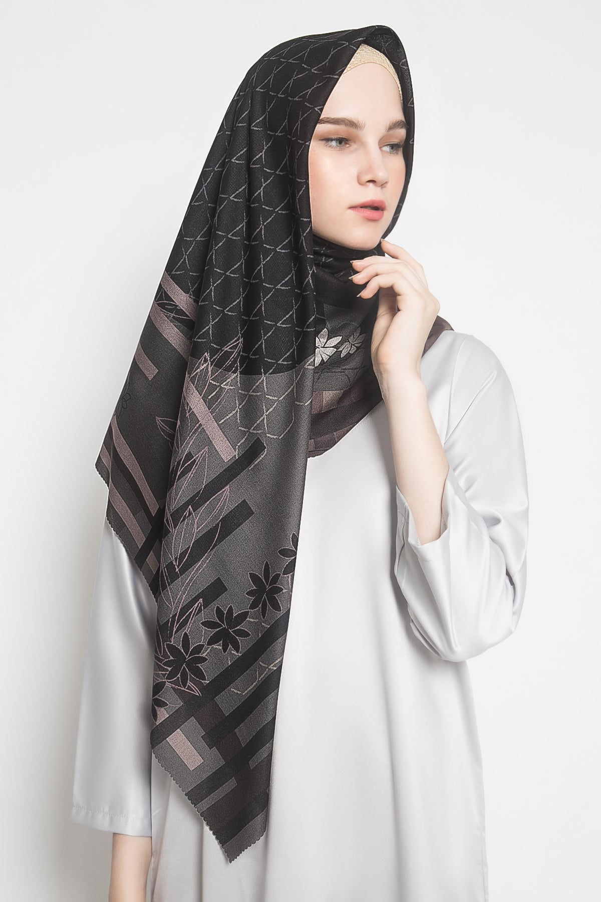 La Tierra Onyx Scarf in Black