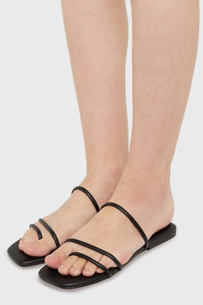 Bien Sandals in Black