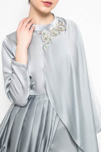 Half Cape in Grey