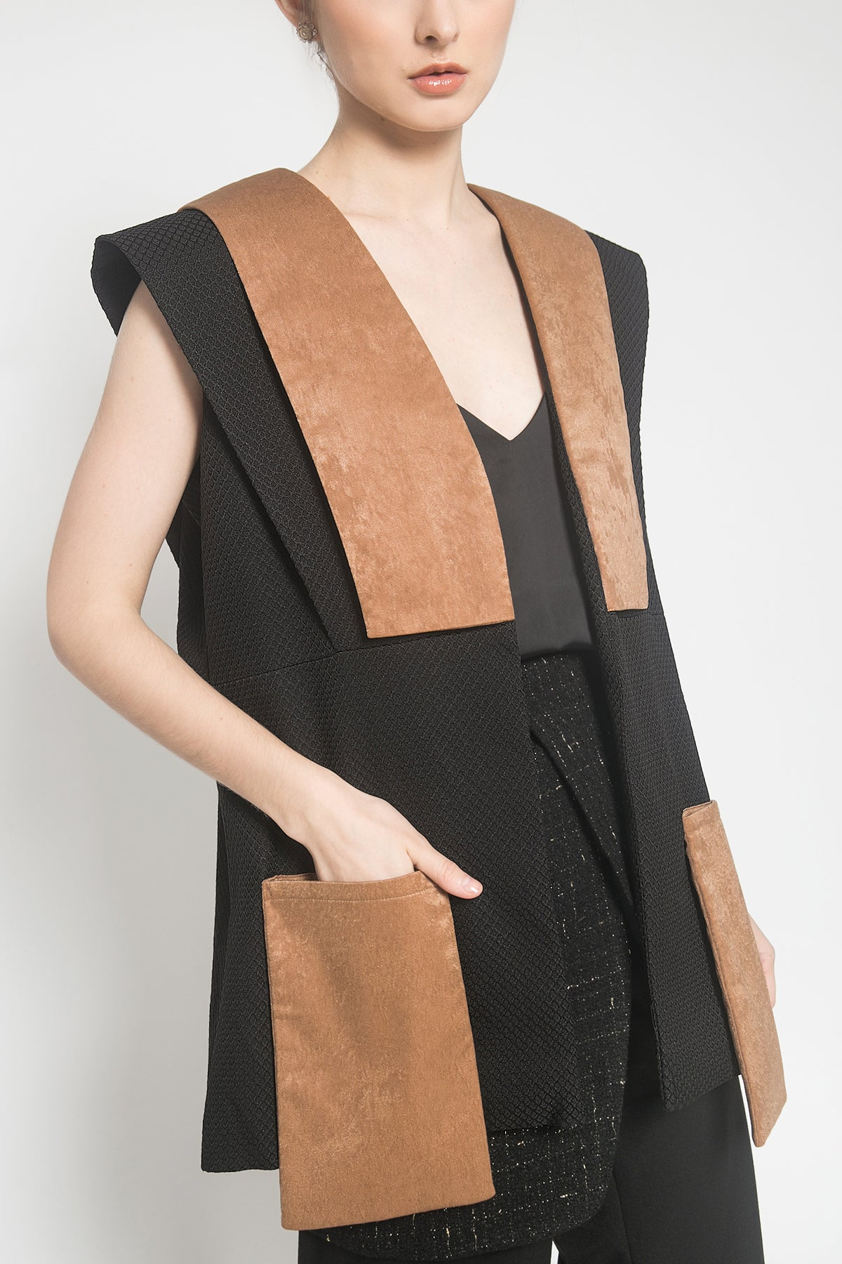 Felix Vest in Black Brown