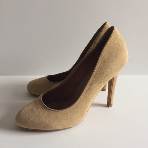 Aldo Ashlee Suede Nude Pumps - Le Prix Fashion & Consulting
