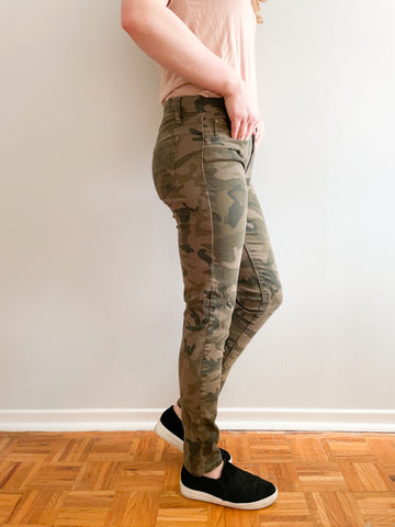 Seductions Camo Print Skinny Pants - Size Small