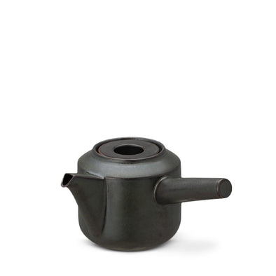 Leaves to tea kyusu teapot black