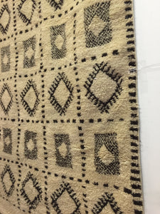 Vintage moroccan wool rug | handwoven in beni ourain | vintage carpet