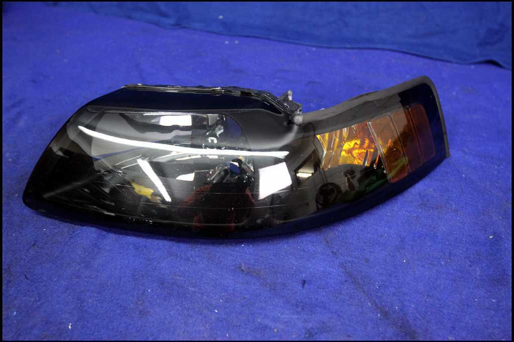 2003-2004 FORD MUSTANG COBRA CORNER/PARK LEFT BUMPER LIGHT FOG LIGHT 02-04 FOCUS
