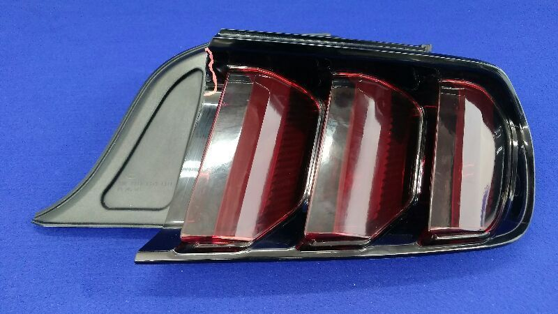 2015 2016 FORD MUSTANG Tinted PASSENGER RIGHT REAR TAIL LIGHT LAMP OEM TAIL LAMP