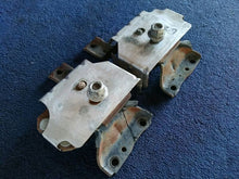 2003 2004 FORD MUSTANG COBRA SVT 4.6 DOHC SUPERCHARGED MOTOR Engine Mounts PAIR