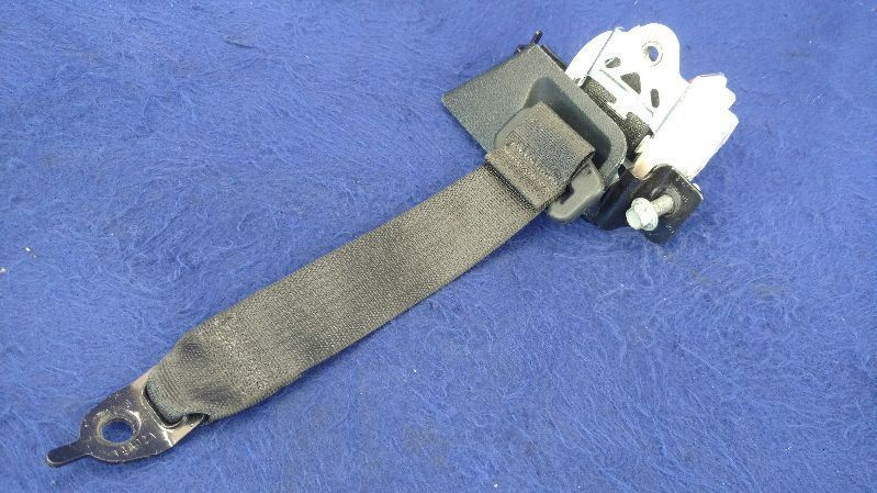 2015 2016 2017 Ford Mustang GT Rear Seat Belt Passenger Right Retractor Coupe