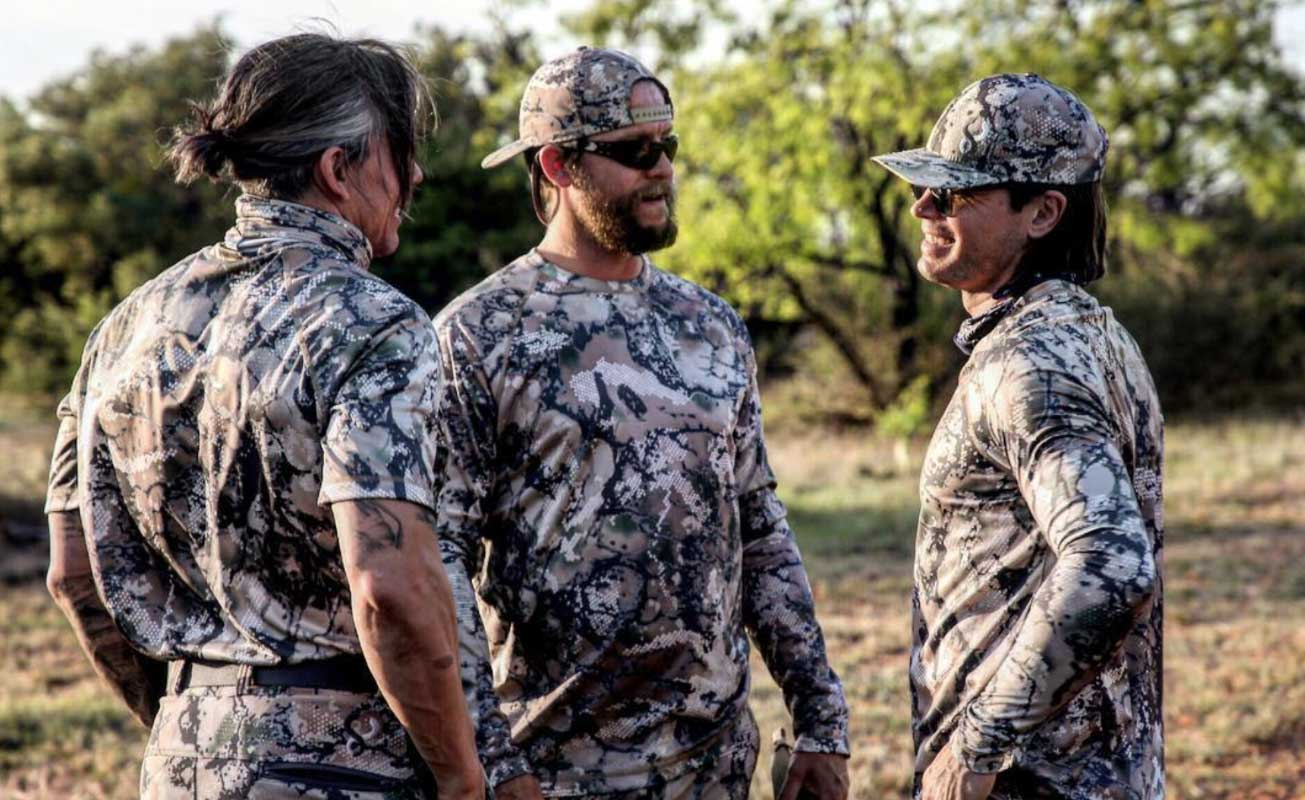 SIXSITE San Saba Performance shirt uses raglan designed sleeves that improve range of motion essential for bowhunters