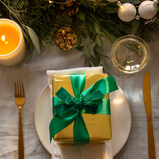 DECORATING YOUR CHRISTMAS TABLE THIS FESTIVE SEASON
