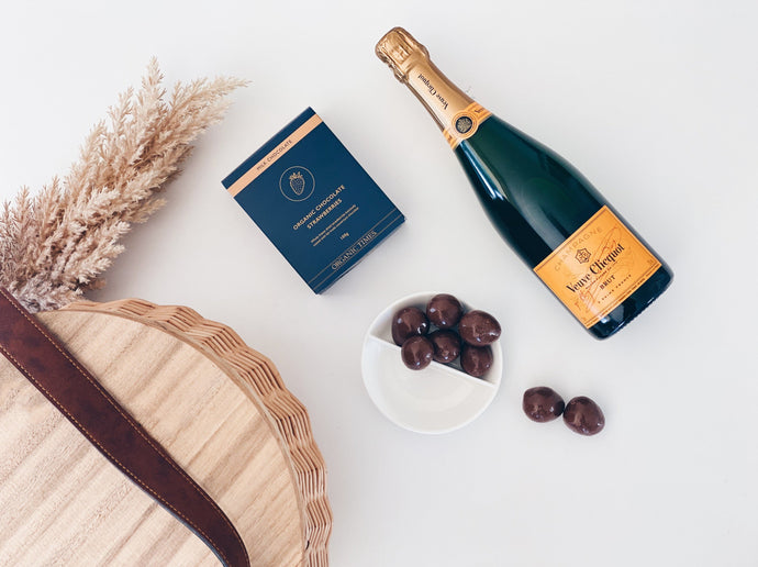 Parcelle Picnic Basket - Veuve Cliquot & Strawberries Giftpack  Corporate and Settlement Gifting, Picnic Basket, Veuve Clicquot Champagne, Organic Times