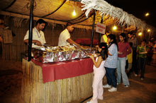 desert safari dubai serving Dinner to guest daily