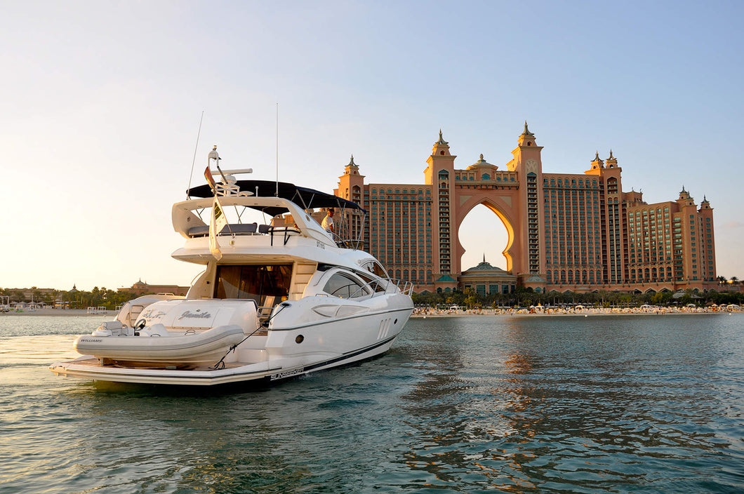 Where to Propose in Dubai - On a Yacht   The Vacation Builder