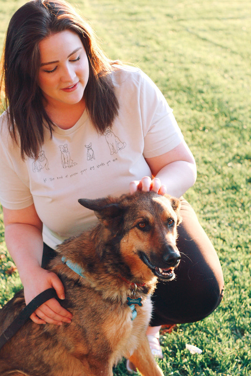 PLUS-DOG MOM TEE