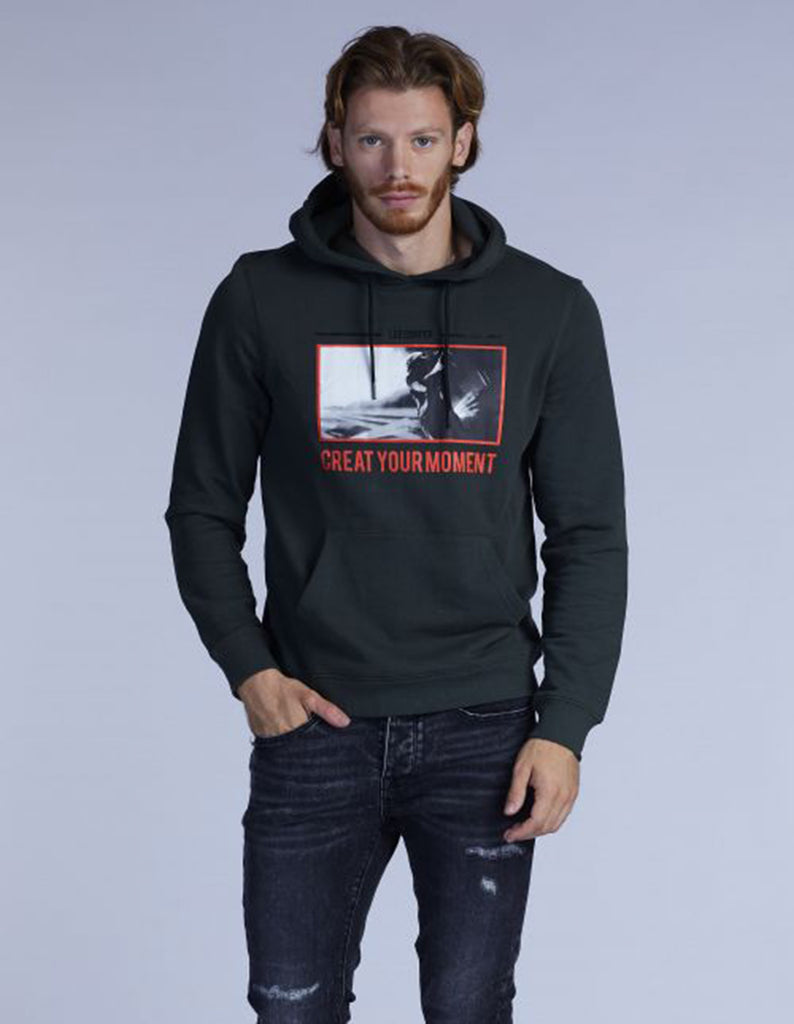 SWEATSHIRT WITH HAT AND 021210