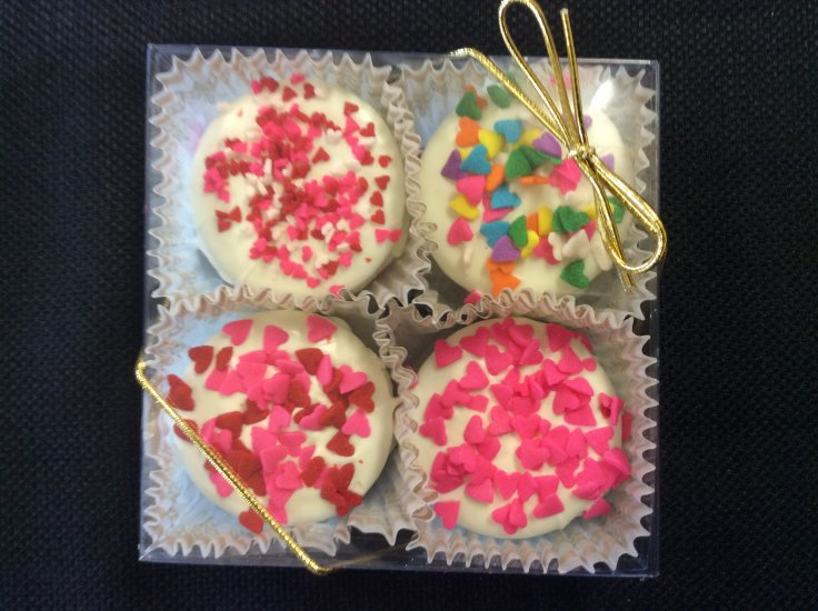 DECORATED VALENTINE OREO GIFT BOX