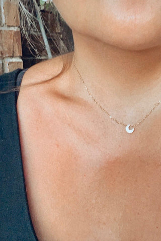 GOLD DAINTY CRESCENT MOON NECKLACE