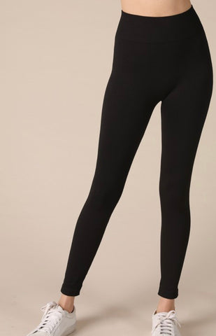 THE BASIC BLACK SEAMLESS LEGGING