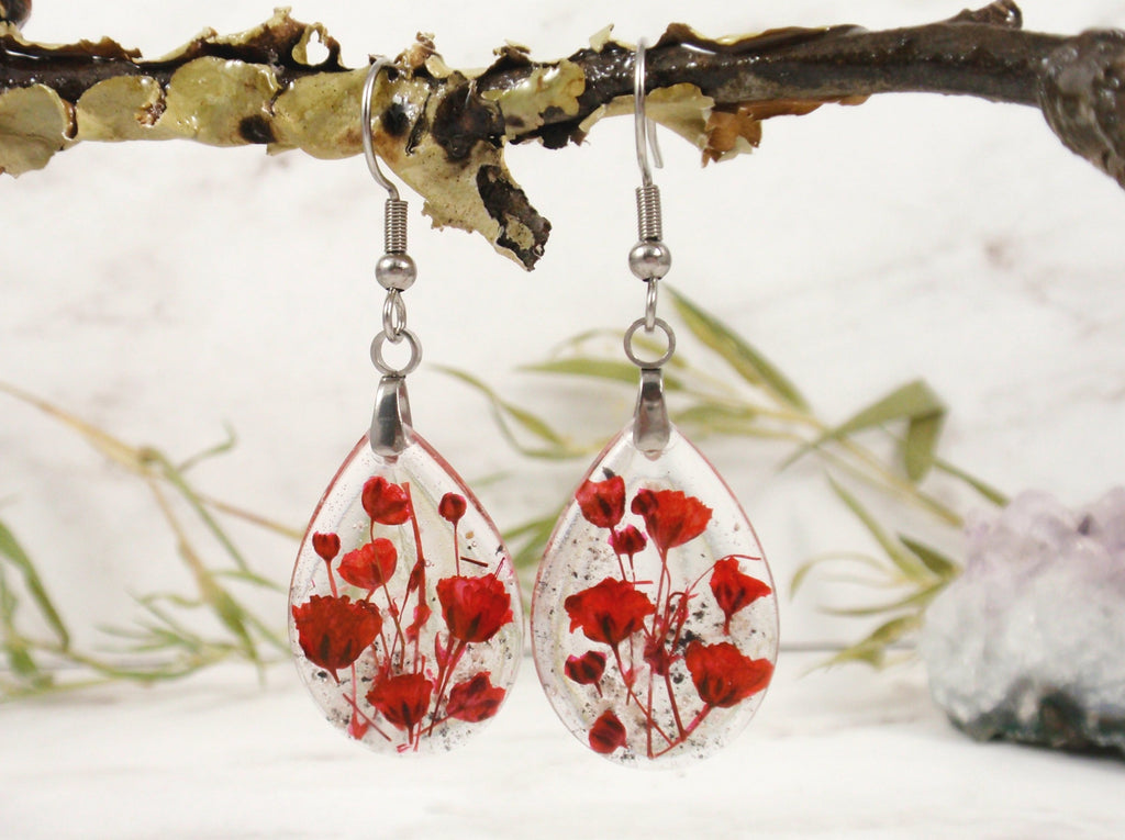 turning ashes into glass jewelry such as earrings as a memorial to a loved one