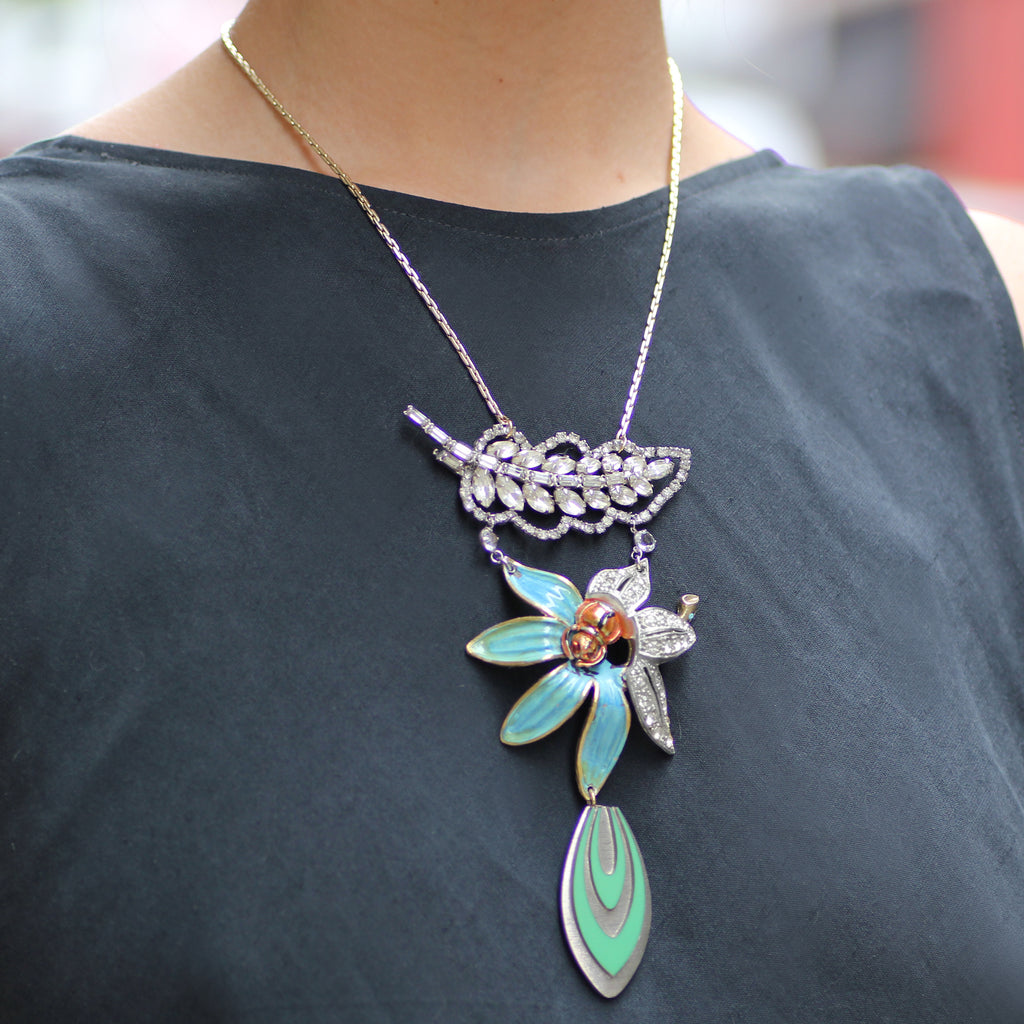 Vintage Lily Leaf Passage Necklace - Photo