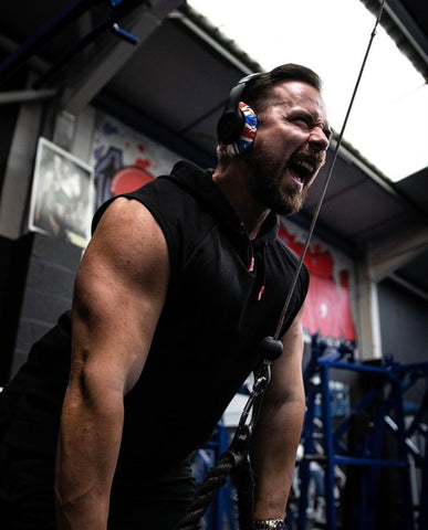 Lifting weights in headphones
