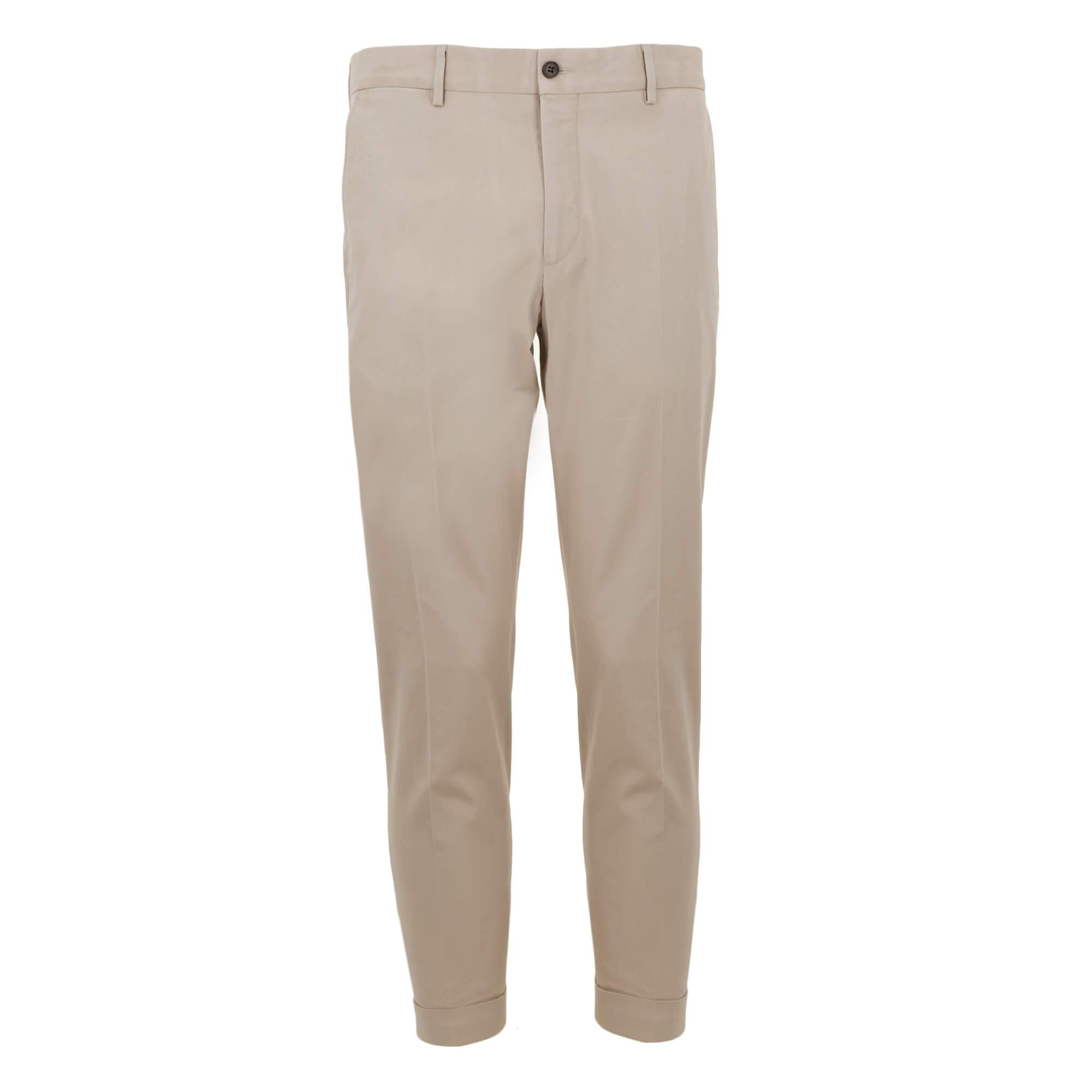 Pantalón chino con corte slim fit 911178/81