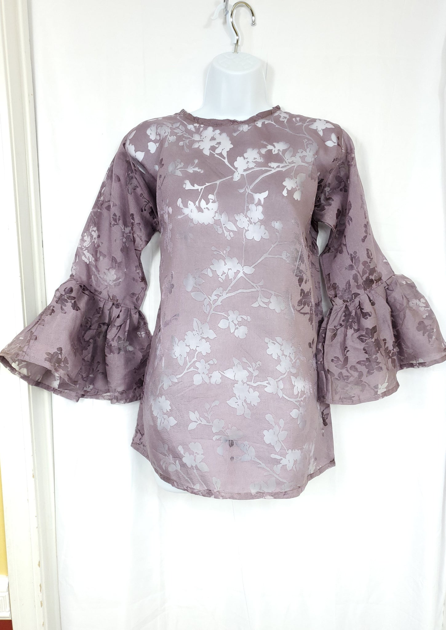OYIN organza blouse with trumpet sleeves (Plum)