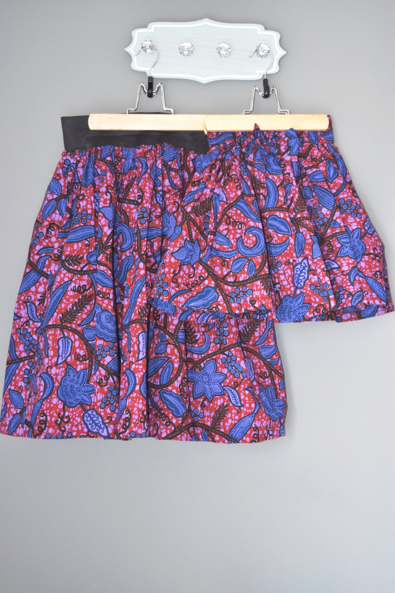 OLA ankara knee-length skirt in Red and Blue vine print
