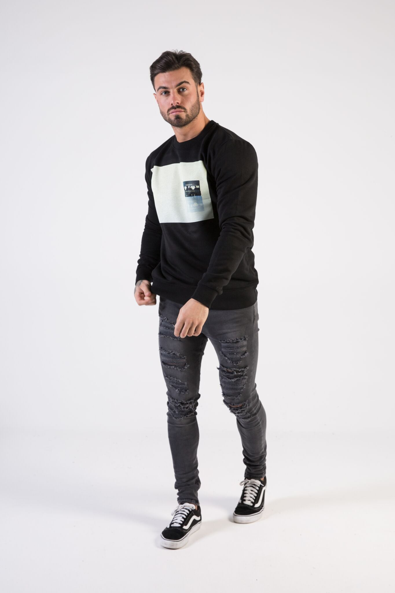 CASSETTE Sweatshirt - HÖRFA is a men's global fashion brand that provides products such as Fashionable Watches, Wallets, Sunglasses, Belts, Beard and Male Grooming Products