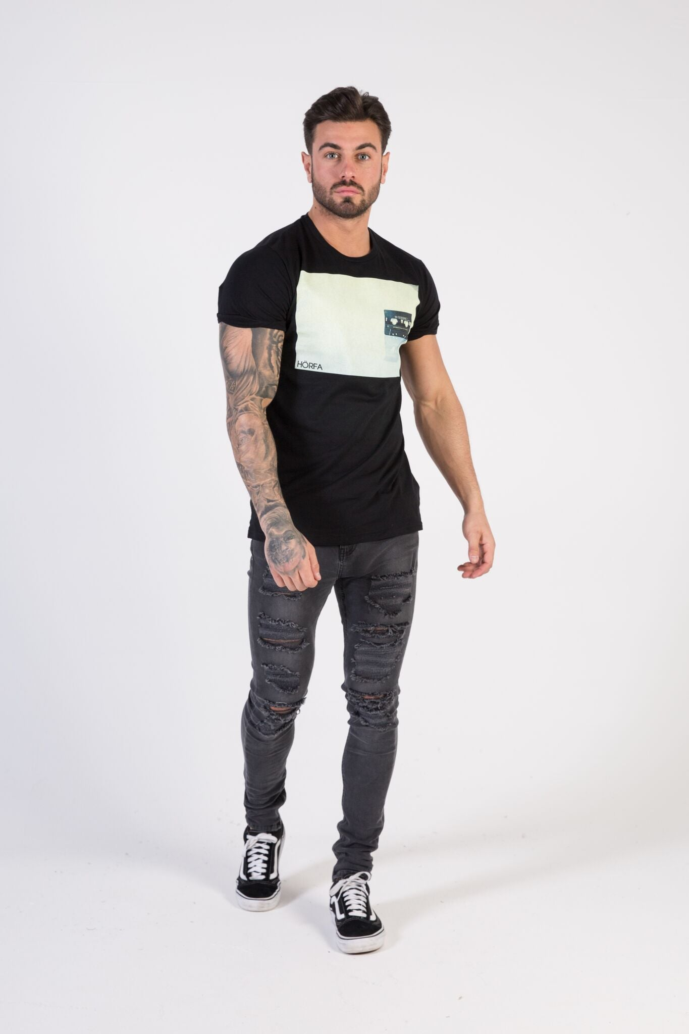 CASSETTE Muscle fit T-Shirt - HÖRFA is a men's global fashion brand that provides products such as Fashionable Watches, Wallets, Sunglasses, Belts, Beard and Male Grooming Products