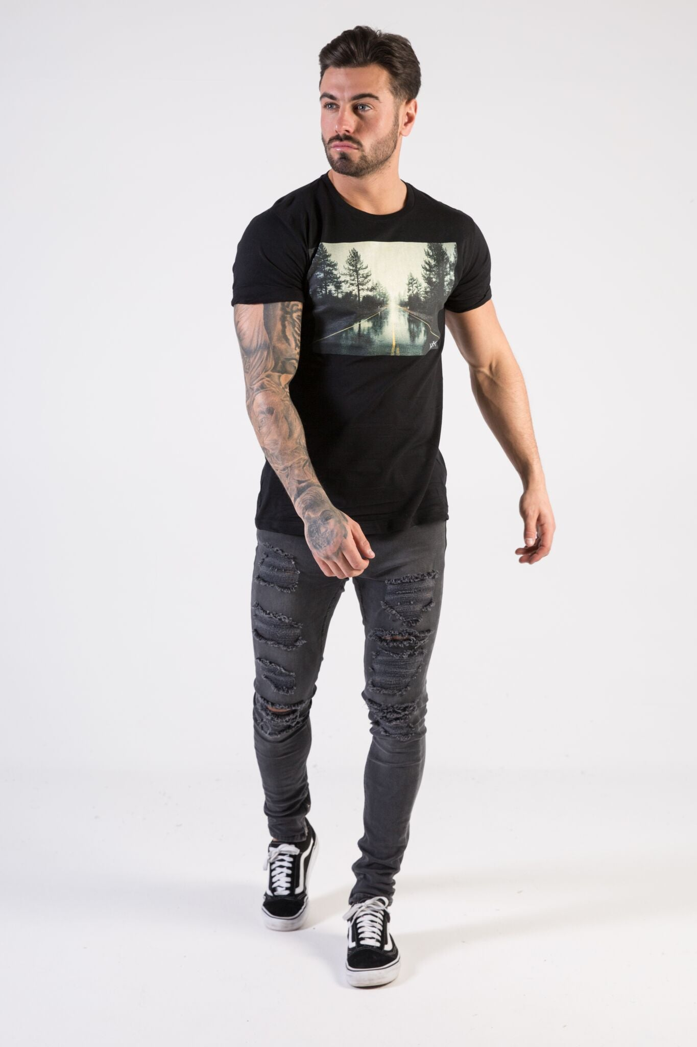 OPEN ROAD Muscle Fit T-Shirt - HÖRFA is a men's global fashion brand that provides products such as Fashionable Watches, Wallets, Sunglasses, Belts, Beard and Male Grooming Products