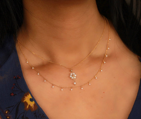 Dangling pearl flower necklace