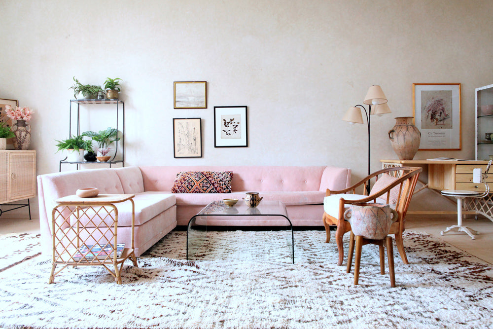 Spring is the time to transform your home with a lighter and brighter look to match the season and get rid of your winter blahs. This means putting away heavy fabrics and dark accessories. Replace any browns, burgundy, deep jewel tones with pastels.