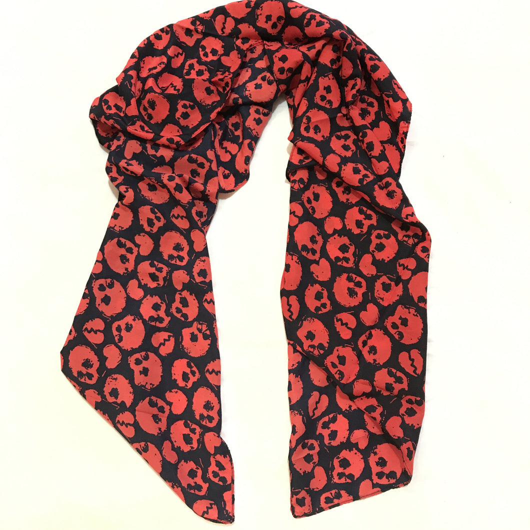 Skulls x Hearts scarf (black & red)