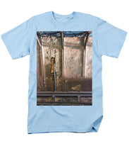 Approaching The Station - Men's T-Shirt  (Regular Fit)