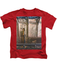 Approaching The Station - Kids T-Shirt