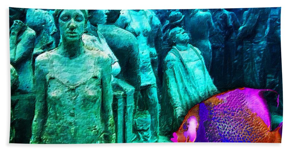 Sculpture Underwater With Bright Fish Painting Musa - Bath Towel