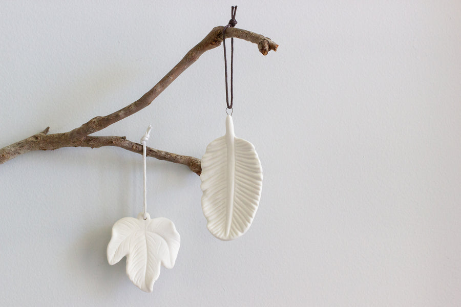 Porcelain Hanging Oak Leaf