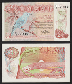 banknote of Surinam 2,5 Gulden in UNC condition