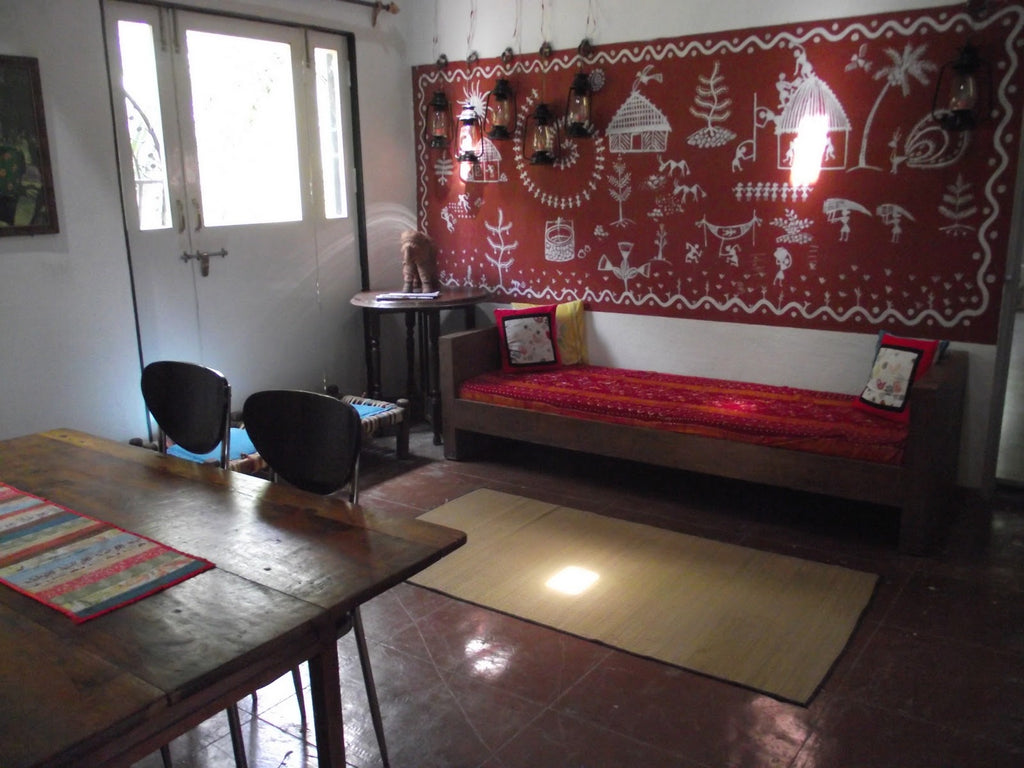shruti-living-room-warli-wall
