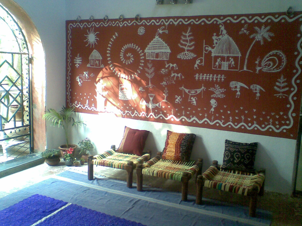 warli-paiting-on-wall-by-shruti-dandekar