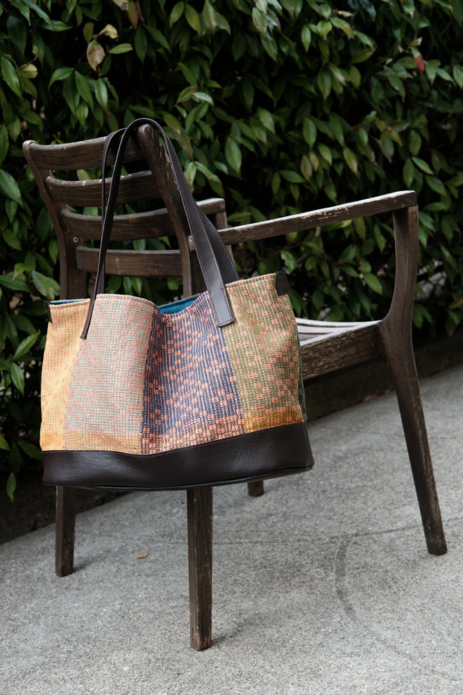 Classic Geometric Tote: Coral/Navy