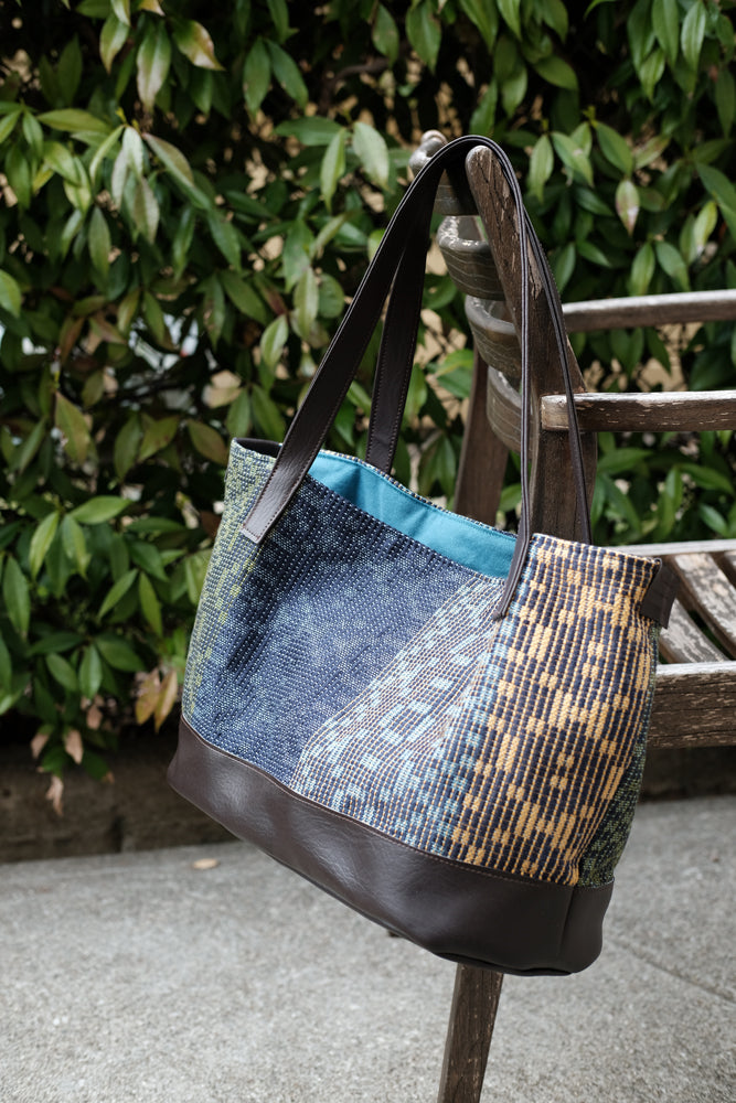 Classic Geometric Tote: Navy