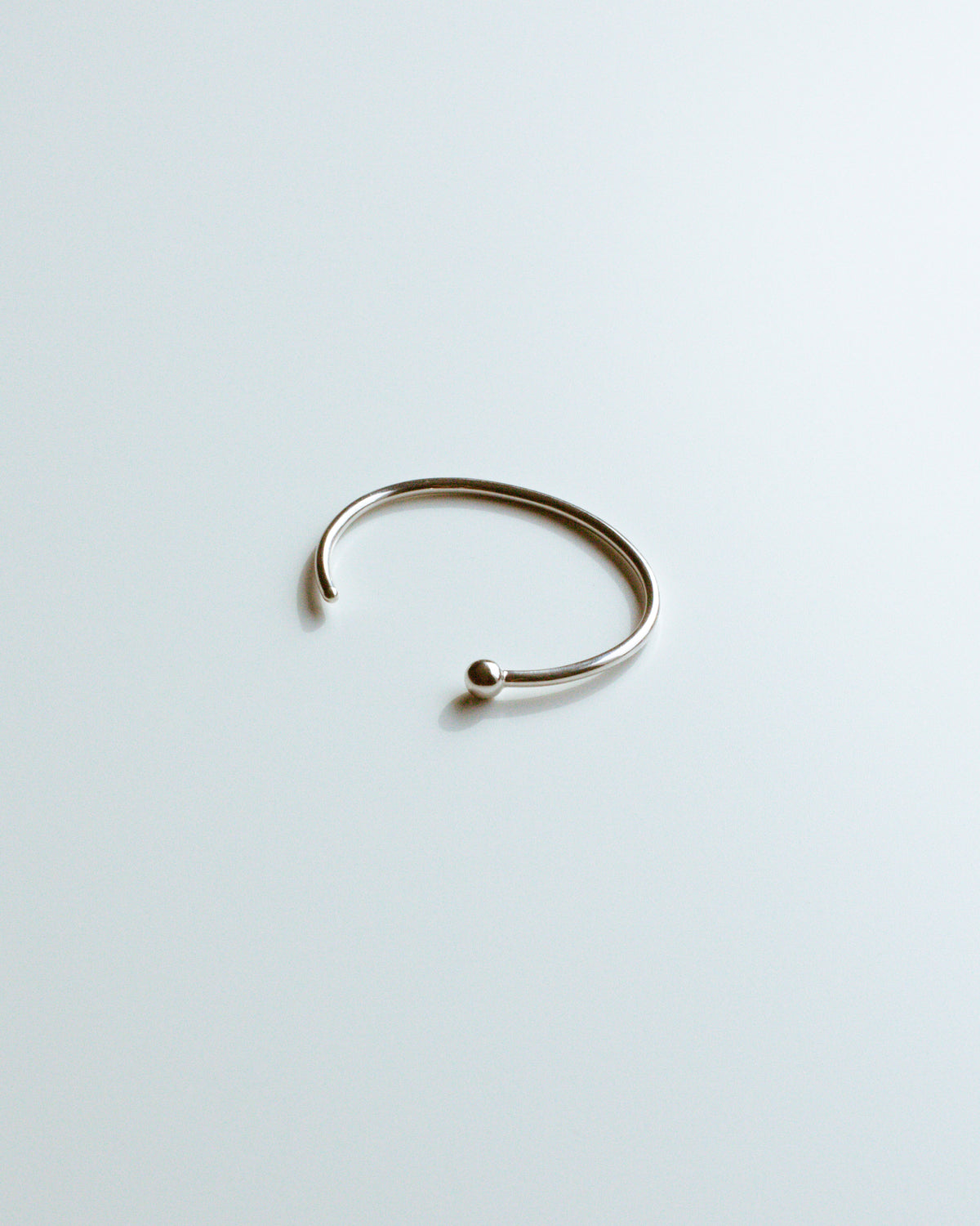 SINGLE BALL BANGLE - Jewelry | THE RIIA